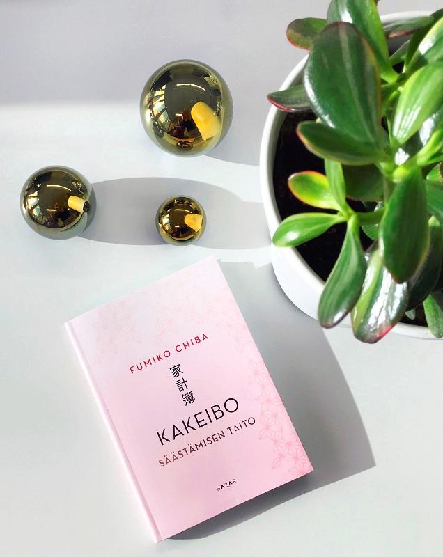 Fumiko Chiba: Kakeibo - Säätämisen taito pinkillä kannella