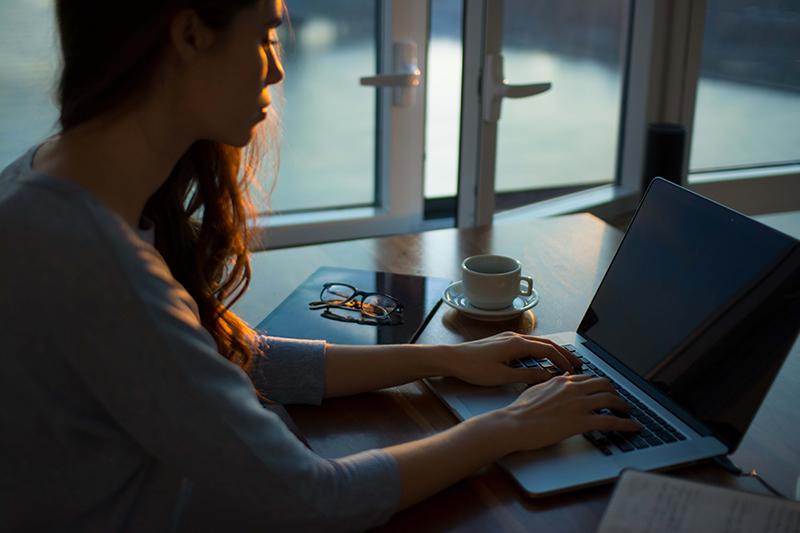 Työhuonevähennystä voi saada, jos työskentelee paljon kotoa käsin