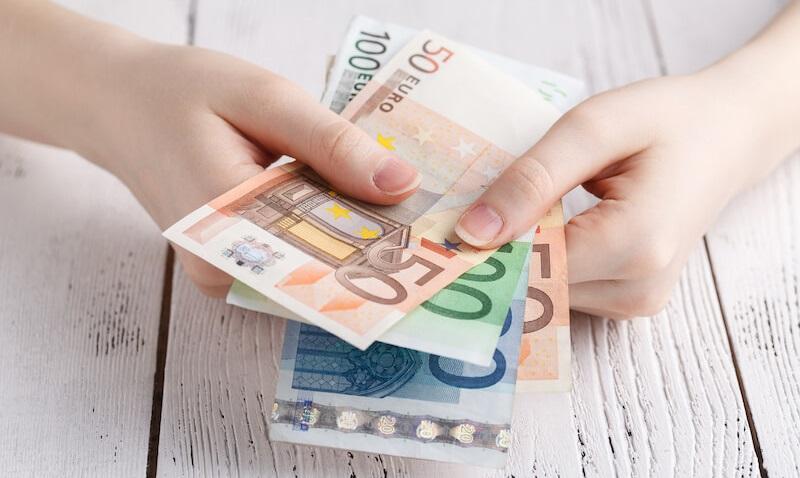Nippu erilaisia euron seteleitä