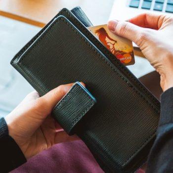 Prepaid-kortti sopii erityisesti henkilöille, joille ei myönnetä aitoa luottokorttia