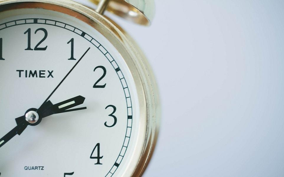 Kuva herätyskellosta. Korkoa korolle -efekti toimii parhaiten ajan kanssa.