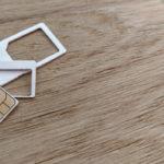 Nano ja mikro sim kortit pöydällä